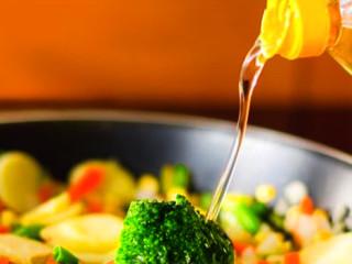Przepis na zdrowsze smażenie – na jakim oleju smażyć?